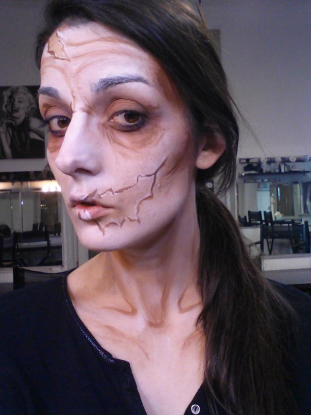 Tuto  Comment Faire un Maquillage Halloween Zombie Facile ?