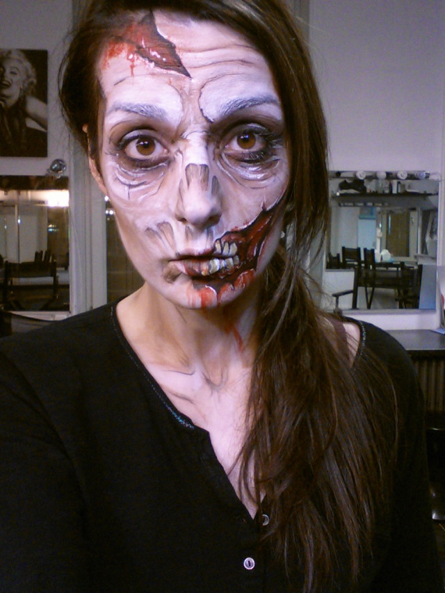 tuto comment faire un maquillage de zombie pour halloween. Black Bedroom Furniture Sets. Home Design Ideas